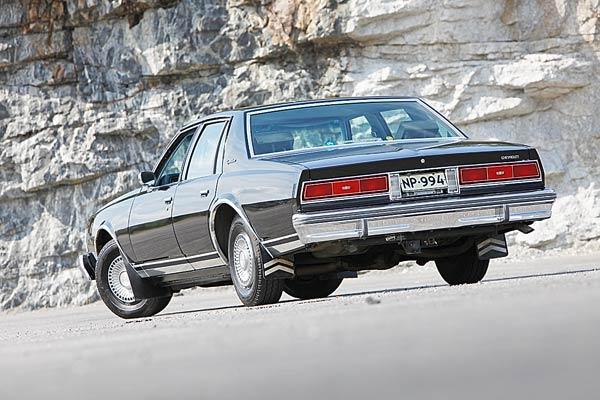 Chevrolet Caprice ´77 - Tutun näköinen auto