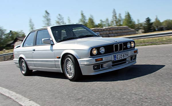 bmw-320is-1990