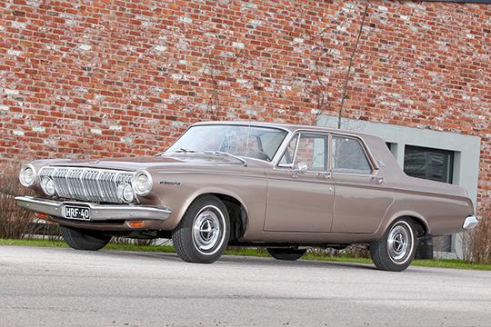 Niukan vuoden satoa – Dodge 330 '63