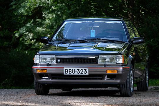 Vähäeleinen vauhtimalli – Mazda 323 Turbo 4WD GTX '86