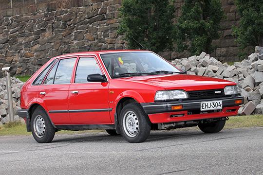 Kesäkäyttöön – Mazda 323 1.3 HB LX '88