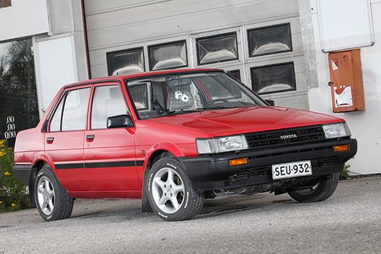Kesäreiteillä – Toyota Corolla 1,3 DX '86