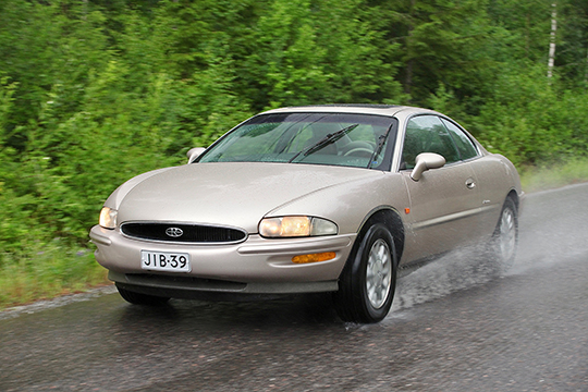 Tuleva klassikko – Buick Riviera '95